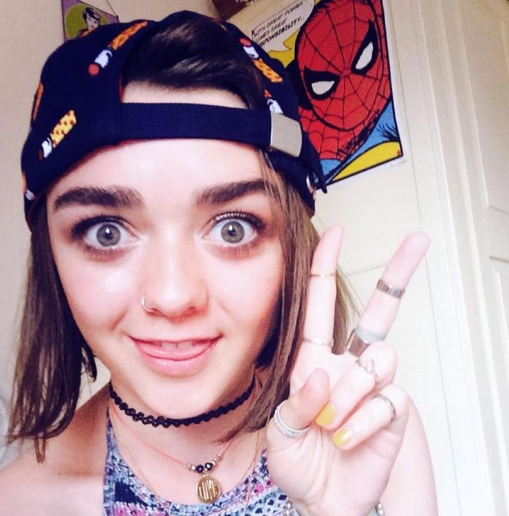 Maisie Williams Bashes The Daily Mail For A Sexist Post And The Game Of Thrones Star Is Being Praised For Her Move